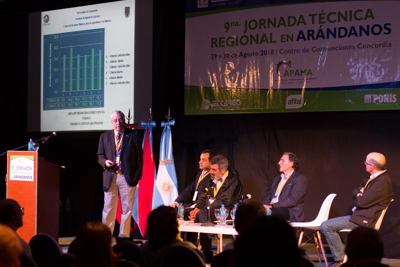 Académico de Ingeniería Agrícola participó en jornada sobre arándanos realizada en Argentina