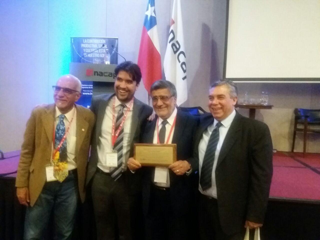 Director de Emprendo fue reconocido por su aporte al desarrollo de la educación emprendedora