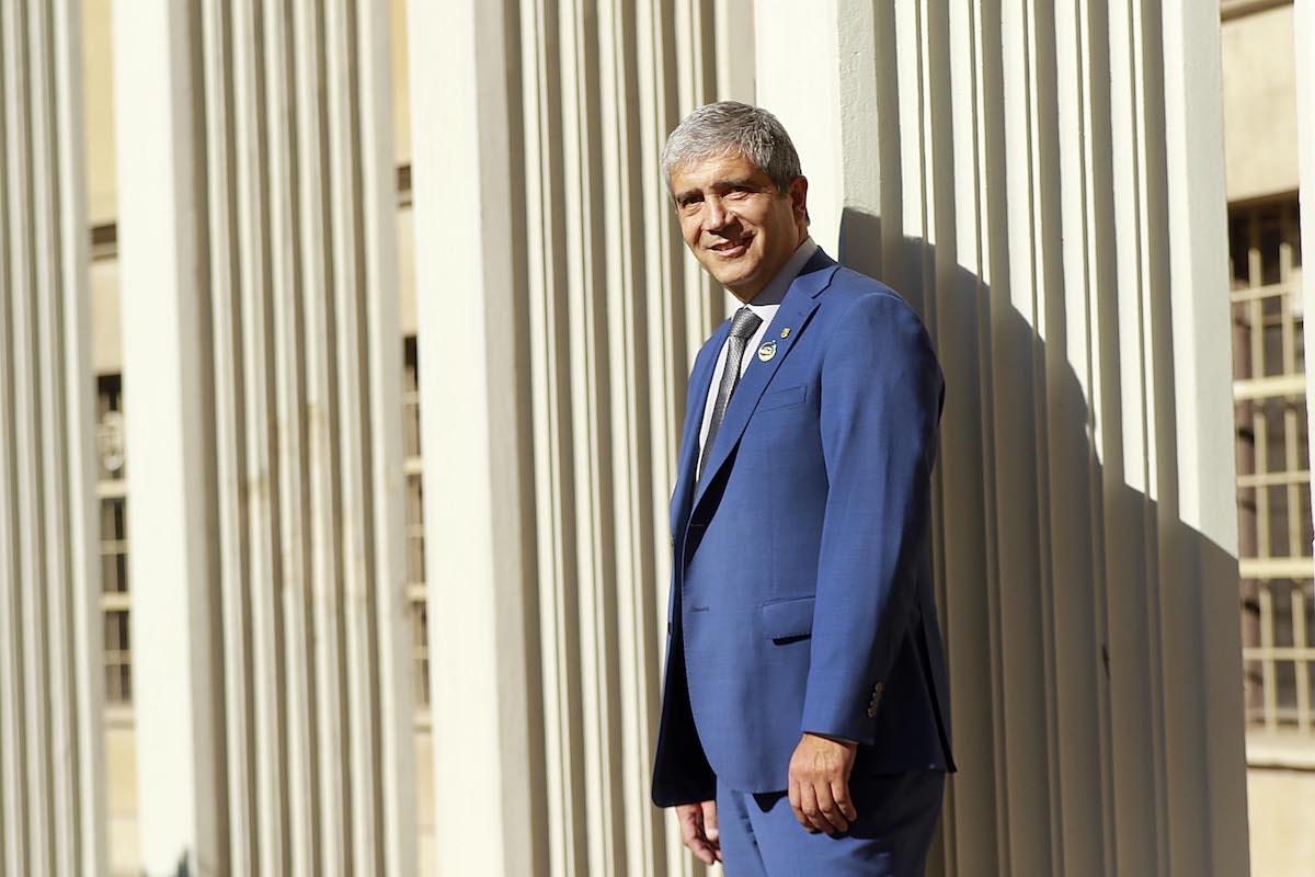 """Rector Saavedra y primera imagen de un agujero negro: """"La colaboración de la UdeC es un orgullo institucional mayor"""""""