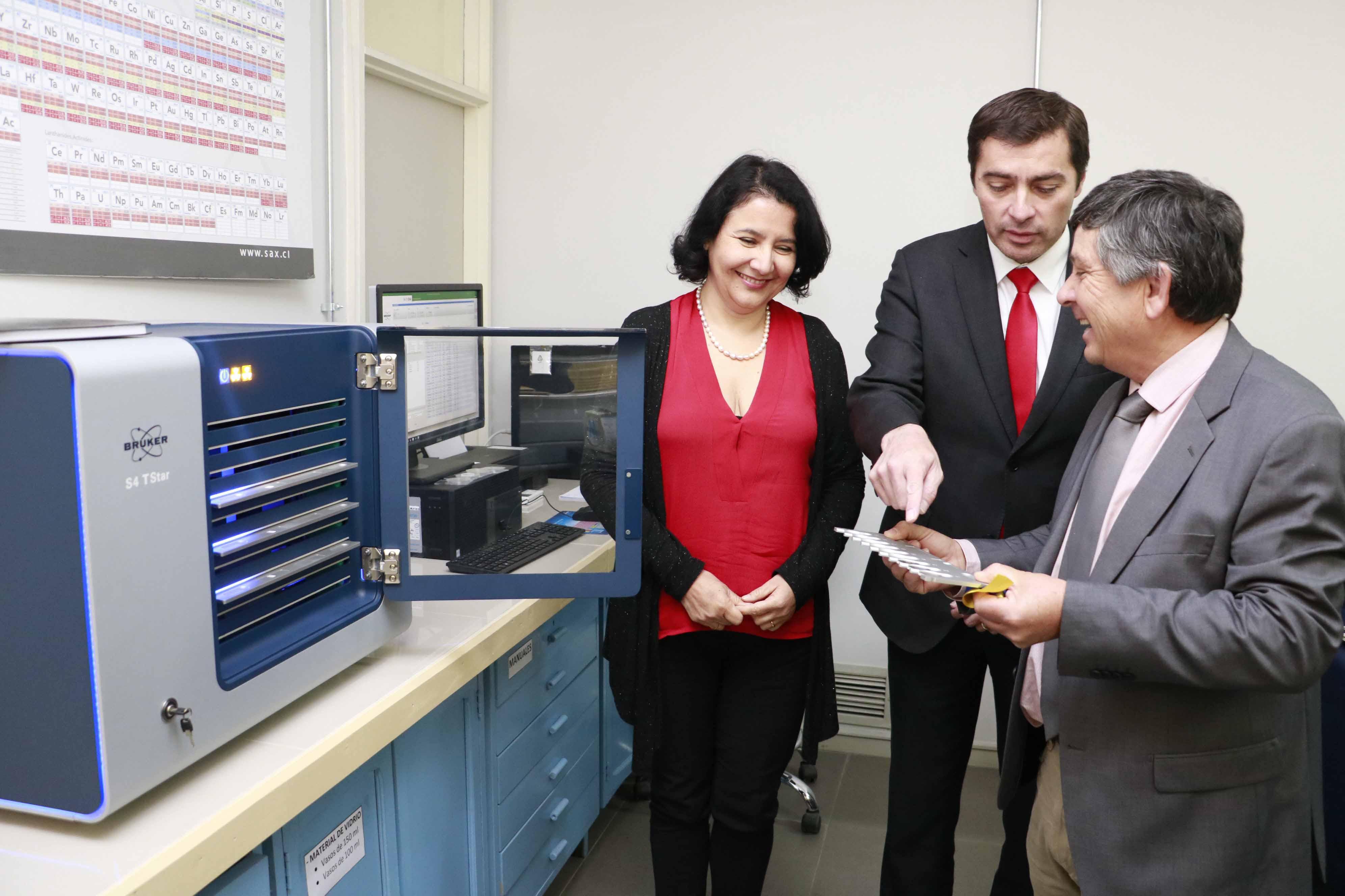 Facultad de Farmacia inauguró equipo de Fluorescencia de Rayos X único en Sudamérica