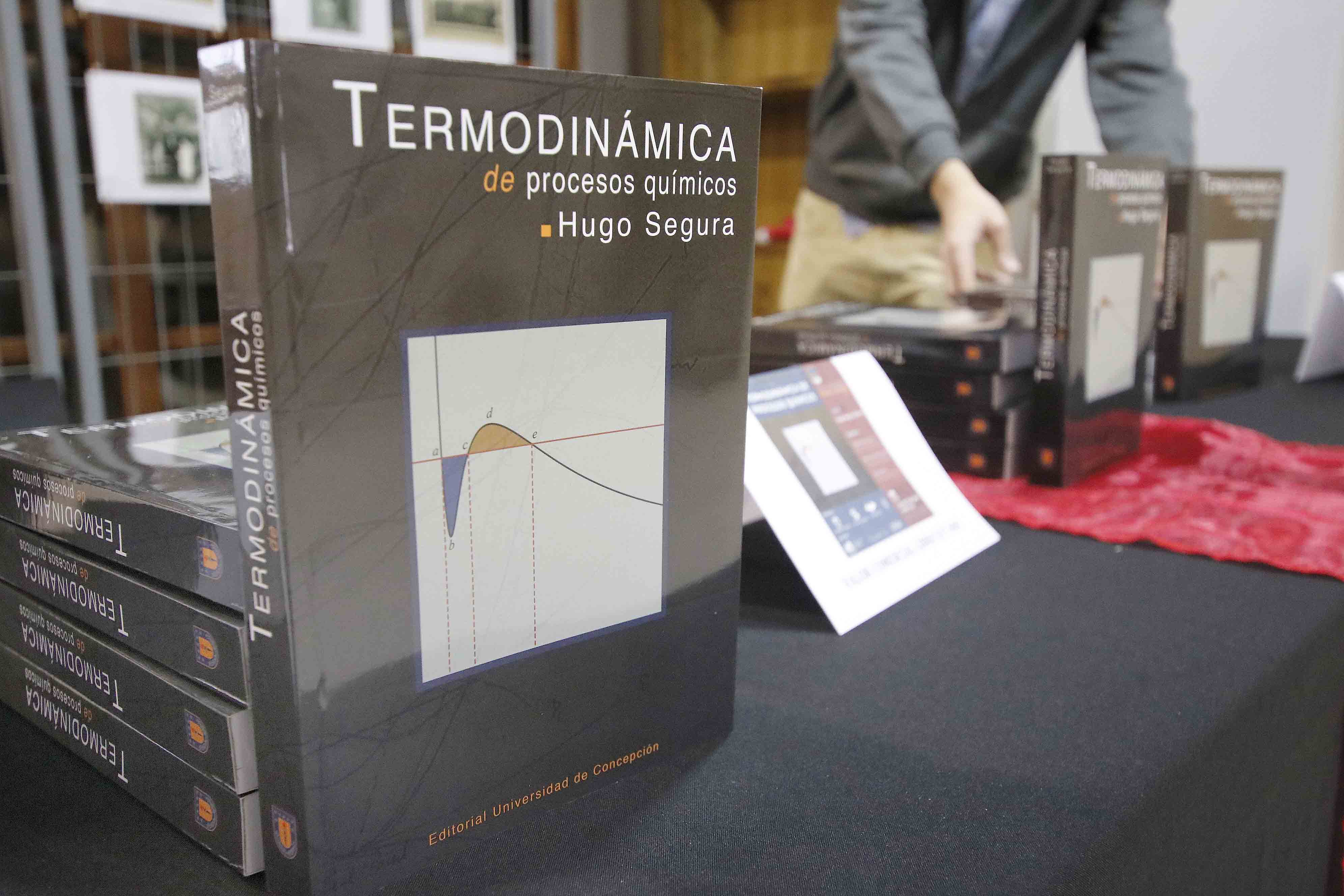 Ingeniería Química lanza nueva edición de libro de Termodinámica del fallecido profesor Hugo Segura