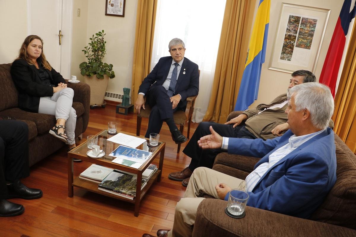 Rector UdeC y diputado Saavedra acuerdan impulsar planta desalinizadora para Isla Santa María