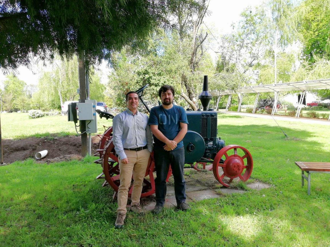 Especialista de FIA UdeC realiza proyecto de automatización de riego por surcos en Ecuador